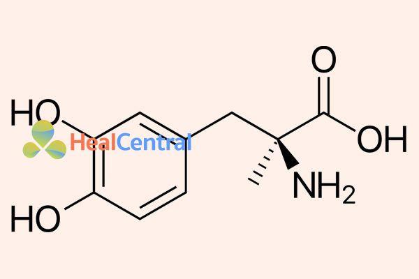 Công thức cấu tạo hóa học của methyldopa.