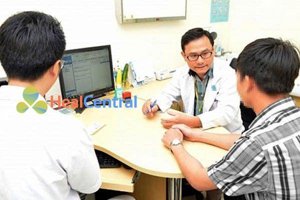 Bác sĩ tư vấn sử dụng thuốc Isoniazid