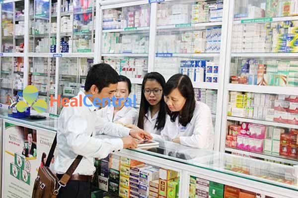Dược sĩ tư vấn sử dụng thuốc Pantoprazol