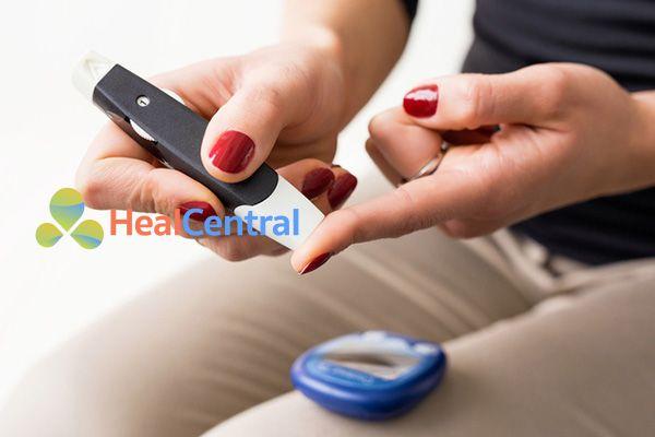 Xác định chỉ số đường huyết bằng máy test mini