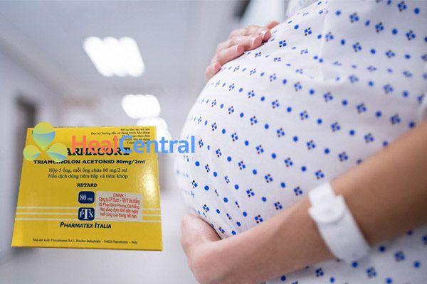 Pharmacort được khuyến cáo không nên sử dụng cho phụ nữ có thai hoặc đang cho con bú