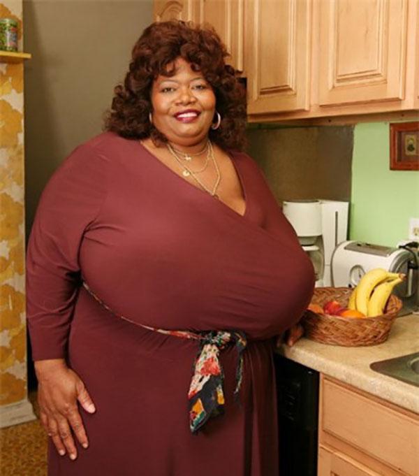 Bà Norma Stitz là người có ngực tự nhiên to nhất thế giới