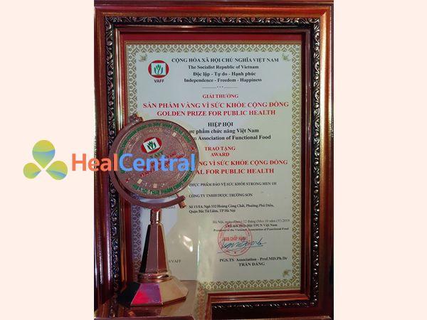 Strong men 1h vinh dự nhận giải thưởng vì sức khỏe người Việt