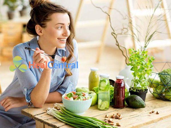 Xây dựng chế độ ăn uống lành mạnh để phòng tránh đau bụng kinh