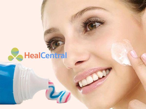 Kem đánh răng giúp trị mụn đầu đen hiệu quả