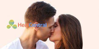 Hướng dẫn cách môn môi nút lưỡi