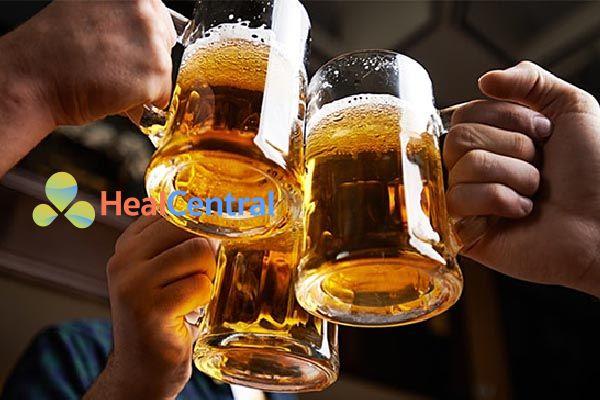 Uống nhiều rượu bia có thể dẫn đến bệnh trĩ