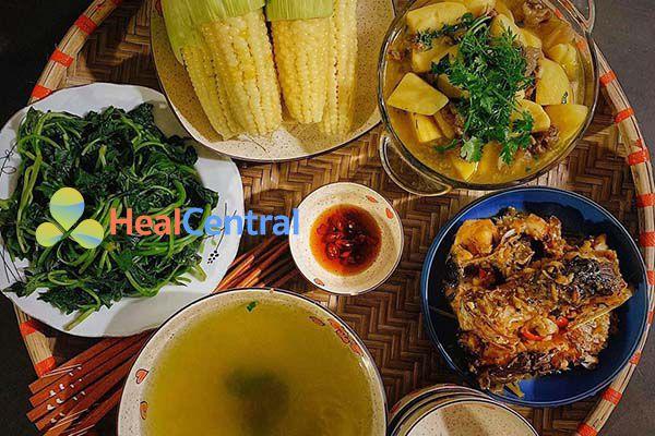 Thực đơn: Cá kho gừng - Thịt om dứa ăn kèm với rau lang