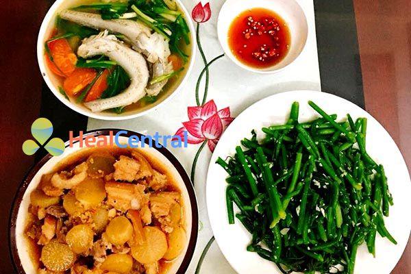 Thực đơn: Thịt kho - Canh cá - Ngọn su su xào