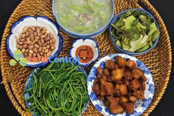 Thực đơn: Thịt kho tàu ăn cùng với các món rau
