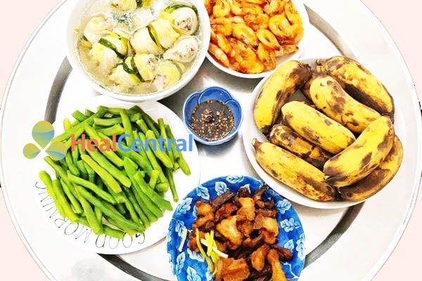 Thực đơn: Thịt kho - Tôm rang - Đậu luộc - Canh cải thảo