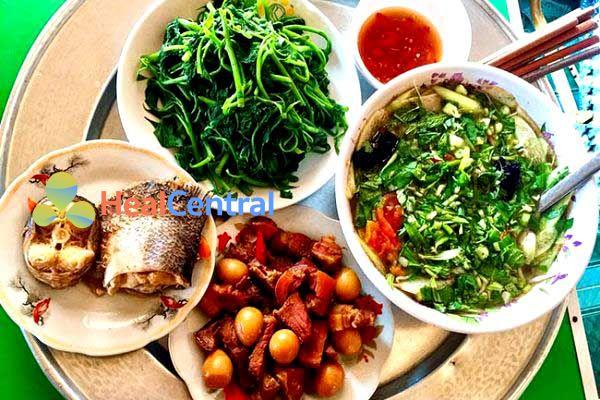 Thực đơn: Thịt kho trứng - Cá kho - Dọc mùng nấu cá