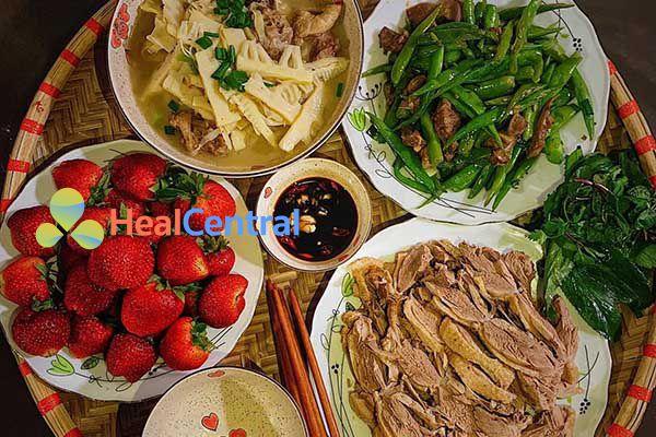 Thực đơn: Thịt ngan luộc - Canh măng nấu ngan - Đỗ xào