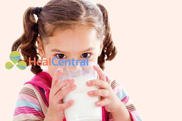 Sử dụng thuốc Stérogyl theo đường uống và pha loãng cùng với nước, sữa,...