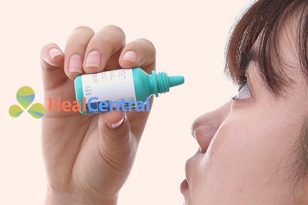 Cách sử dụng thuốc nhỏ mắt Refresh tears