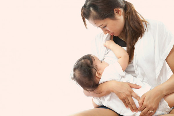 Phụ nữ cho con bú sử dụng Rhumenol Flu 500 được không?