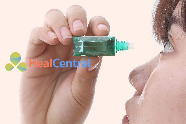 Cách sử dụng thuốc nhỏ mắt V.rohto