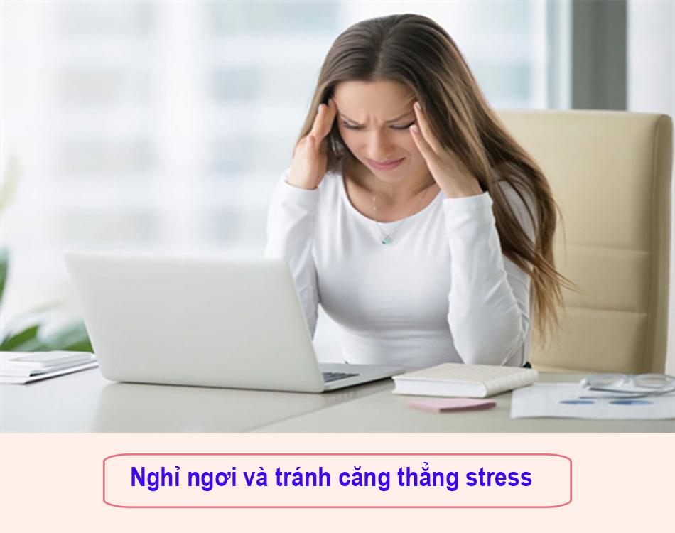 Nghỉ ngơi và tránh căng thẳng stress giúp ngăn ngừa đi ngoài ra máu