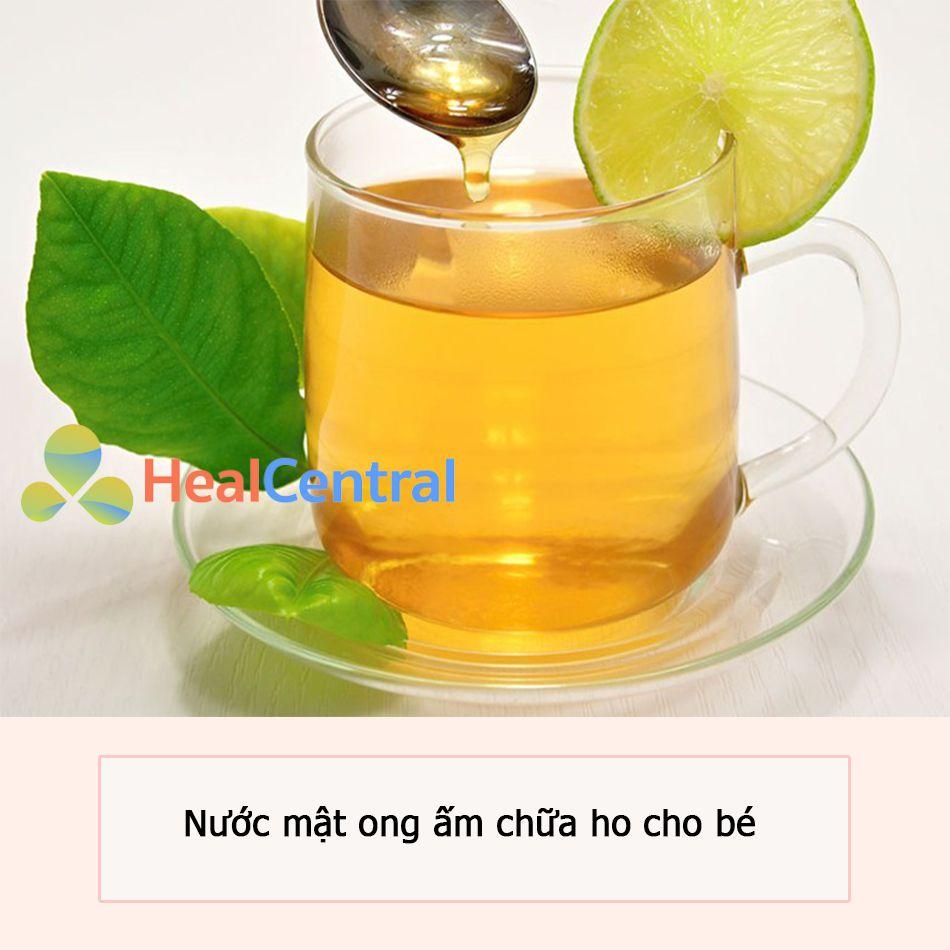 Nước mật ong ấm giúp giảm ho