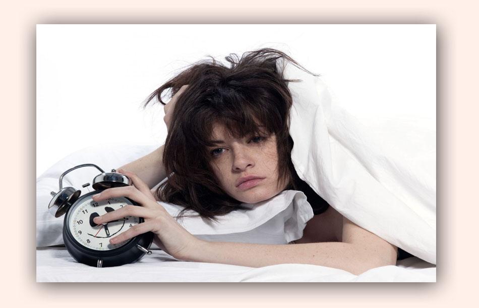 Ngủ muộn ảnh hưởng đến tóc
