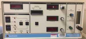 HÌNH 2 Care Fusion Oscillator 3100A: mô tả các điều khiển thông khí. (A) Điều khiển công suất (biên độ) và tần số (B) (hertz).