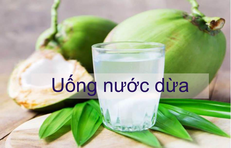 Uống nước dừa giúp giảm đau dạ dày